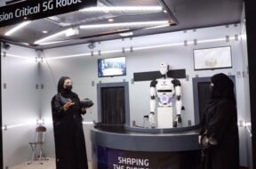 5G empowered robotic solutions on display on the Etisalat stand at GITEX 2021 (2)